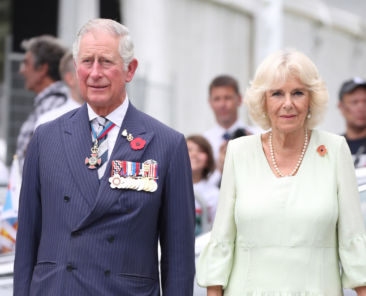 SINGAPORE - OCTOBER 31: (L-R) Prince Charles, Prince of Wales and Camilla, Duchess of Cornwall attend a memorial ceremony at the Cenotaph war memorial on October31, 2017 in Singapore. Prince Charles, Prince of Wales and Camilla, Duchess of Cornwall are on a tour of Singapore, Malaysia, Brunei and India. (Photo by Chris Jackson/Getty Images)
