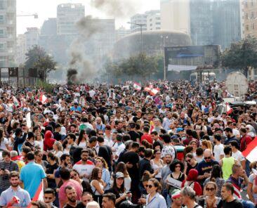 2019-10-18t142527z_363735966_rc123ae58ec0_rtrmadp_3_lebanon-economy-protests