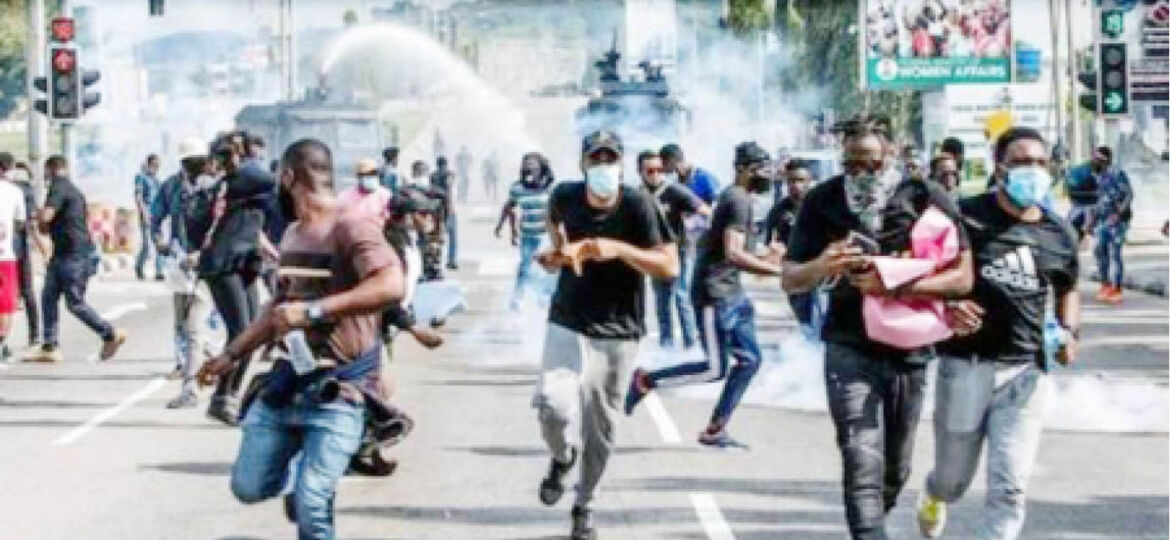 Police-shooting-water-canons-at-protesters